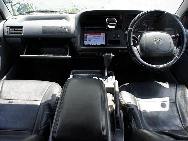Used 2003 AT Toyota Hiace Van GE-RZH112V Image[1]