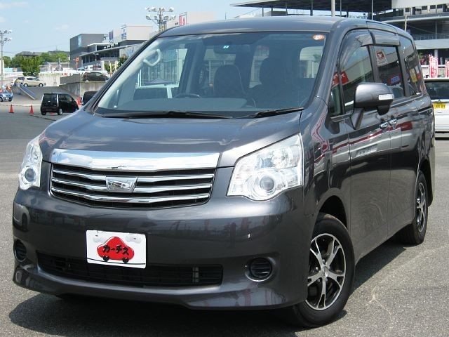 Used 2011 CVT Toyota Noah DBA-ZRR70G