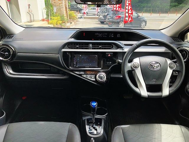 Used 2015 AT Toyota Aqua DAA-NHP10 Image[1]