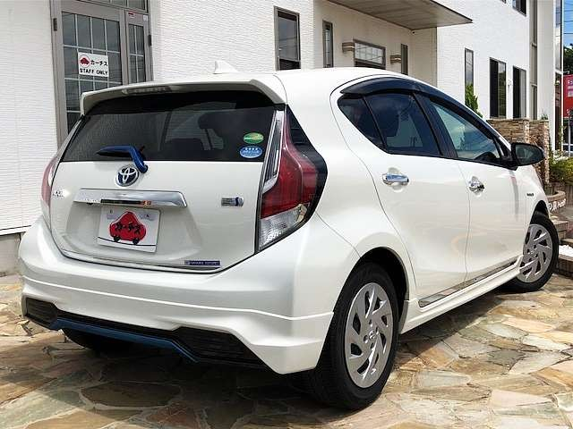Used 2015 AT Toyota Aqua DAA-NHP10 Image[2]