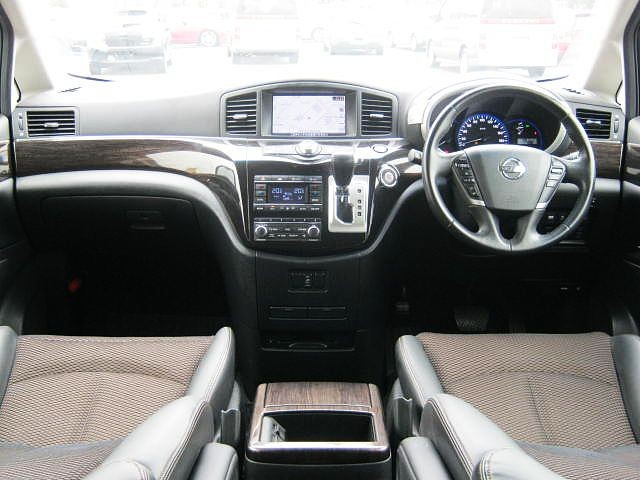 Used 2010 CVT Nissan Elgrand DBA-PE52 Image[1]