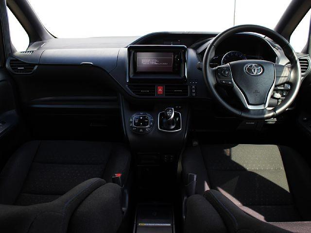 Used 2014 CVT Toyota Noah DAA-ZWR80G Image[1]