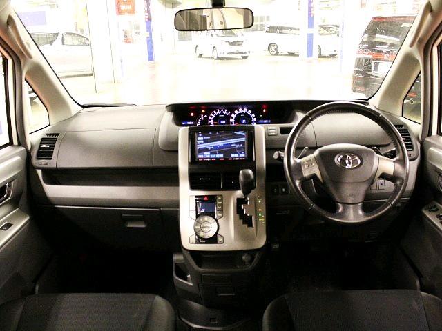 Used 2010 CVT Toyota Voxy DBA-ZRR70W Image[1]