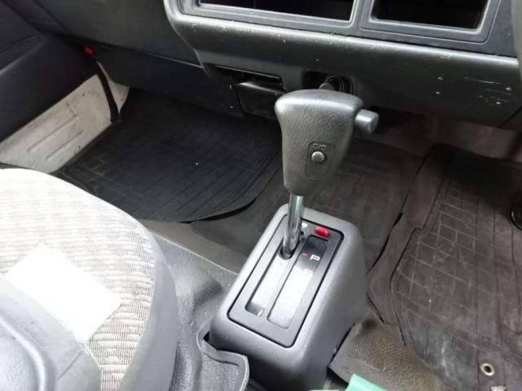 Used 2003 AT Toyota Hiace Van TRH112V Image[18]