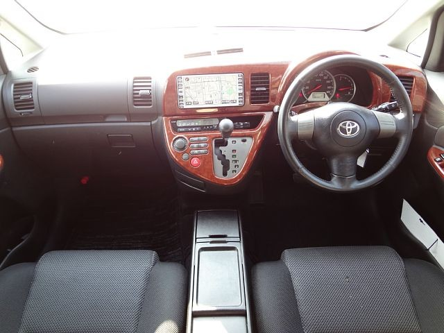 Used 2005 AT Toyota Wish CBA-ZNE10G Image[1]