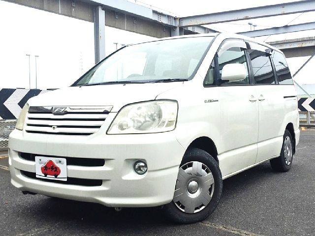 Used 2004 AT Toyota Noah TA-AZR60G