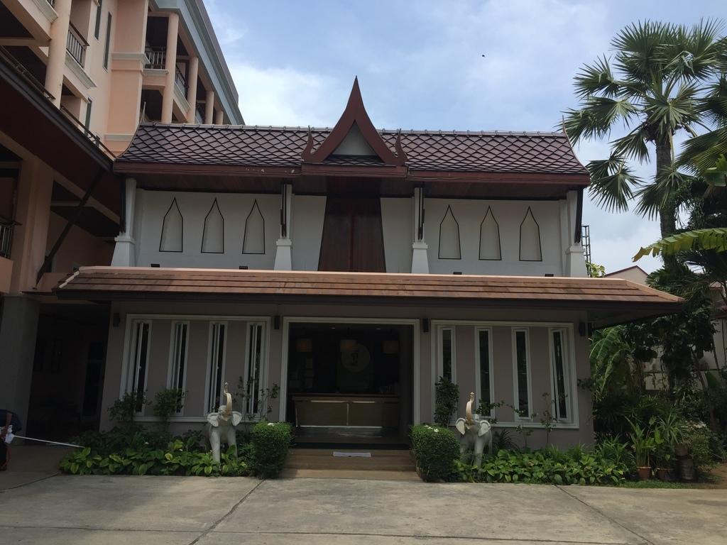 ฐานทิพย์ บีช รีสอร์ท Thanthip Beach Resort