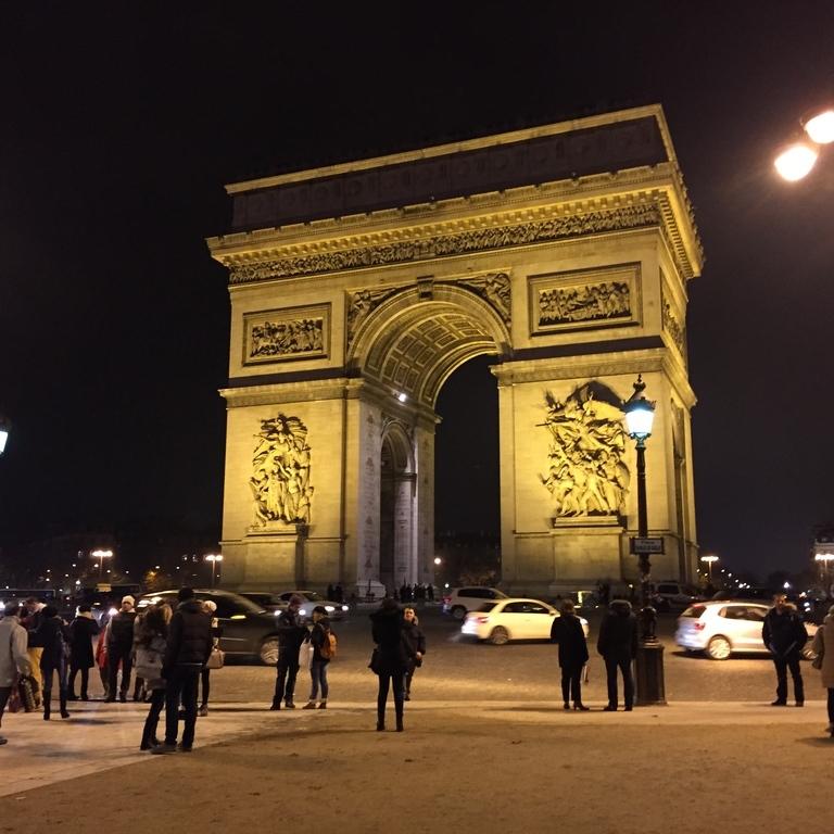 Arrêt Charles de Gaulle - Étoile - Friedland [22,52,N53,N153]