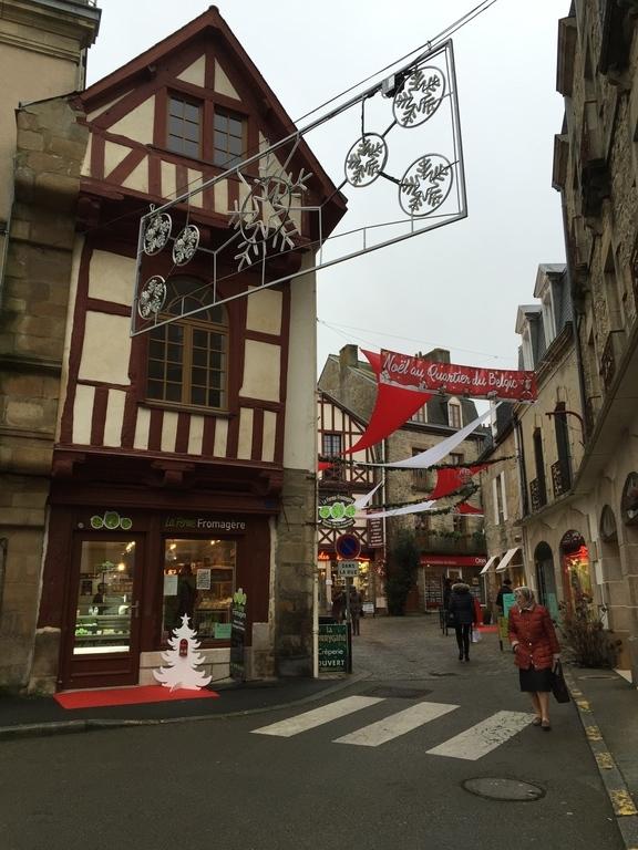 56400 Auray, France