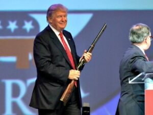 trump-with-rifle-ap-photodanny-johnston-640x480