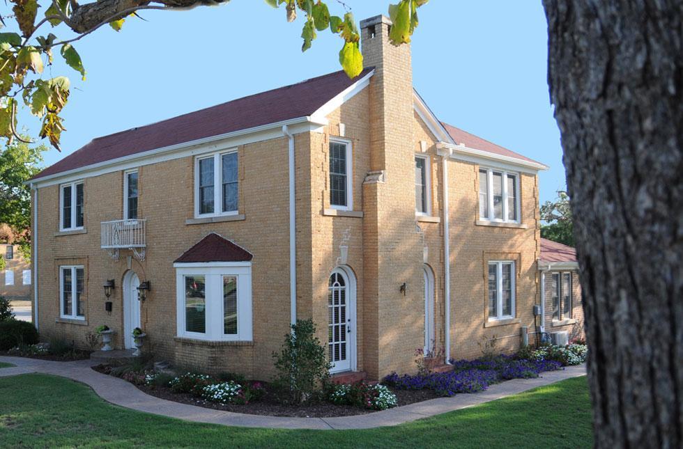 alumni-house