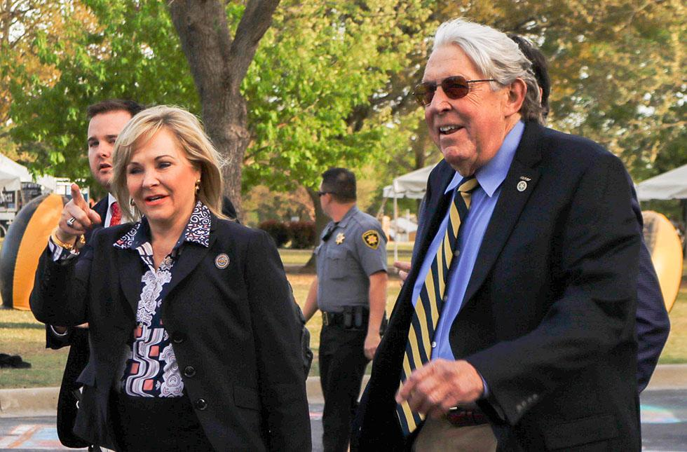 Picture of Gov. Mary Fallin and President John Feaver.