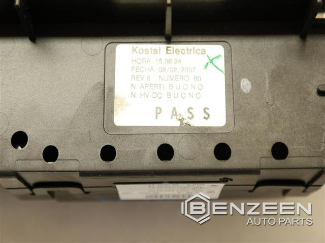 used 2007 mercedes benz cl550 std fuse box, cabin benzeen auto parts cl550 mercedes-benz car mats used 2007 cl550 cl550 fuse box, cabin photo
