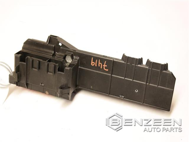 oem 61149138830 used 2006 bmw m6 std fuse box benzeen auto parts rh benzeenautoparts com 2006 bmw m6 fuse box location BMW X3 Fuse Box Diagram