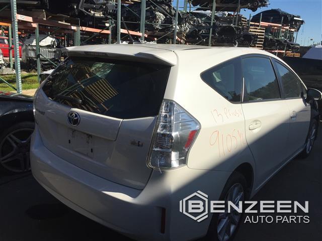 Toyota Prius V 2013 - 9105YL