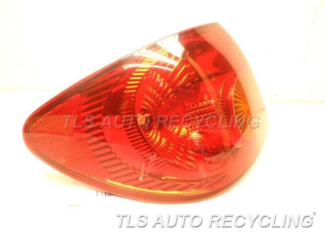 2004 Toyota Corolla Tail Lamp 81560-02200 DRIVER QUARTER TAIL LAMP