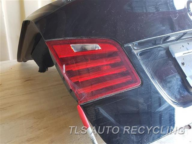 2016 Bmw 535i Deck Lid Rh Lh tail lamps chipped, dent rh upper side by lamp 000,BLK,W/O SPOILER