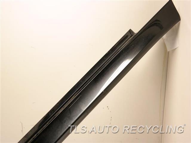 2006 Bmw M5 Rocker Pnl Moulding RIP/BENT ON THE REAR SECTION 51777907178 BLK,PASSENGERS,M5