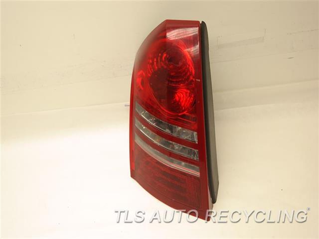 2006 Chrysler 300c Tail Lamp MINOR SCRATCHES PASSENGER TAIL LAMP 4805852AE