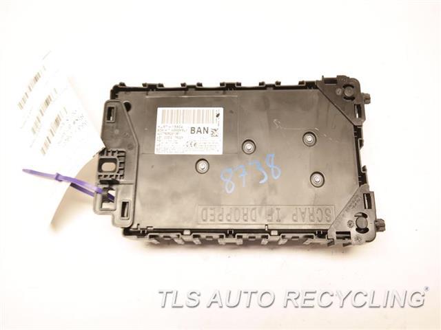 2017 Ford Explorer   FUSE BOX DG9T14B476B