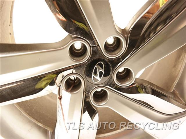 2013 Hyundai Veloster Wheel HAS CURB RASH 18X7-1/2  GRAY ALLOY WHEEL