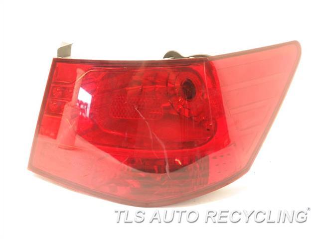 2011 Kia Forte Tail Lamp MINOR SCUFF ON LENSE  924021M010 PASSENGER QUARTER PANEL TAIL LAMP