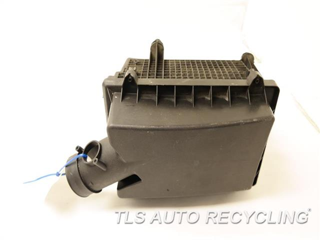 2009 Land Rover Lr2 Air Cleaner ONE MOUNTING TAB IS DAMAGED AIR CLEANER BOX LR000919