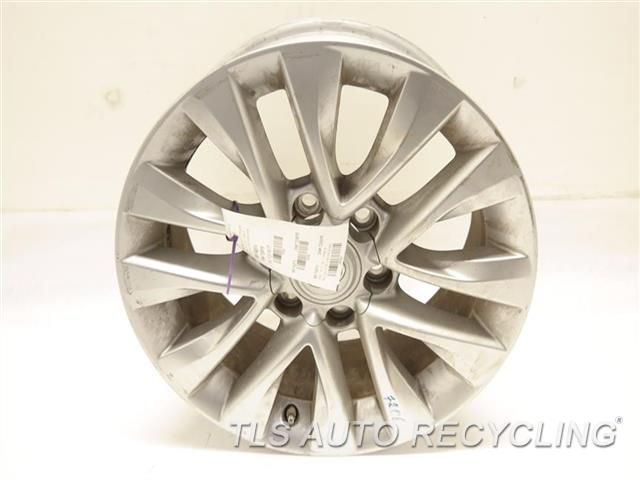 2014 lexus gx 460 wheel has curb rash18x7 1 2 alloy. Black Bedroom Furniture Sets. Home Design Ideas
