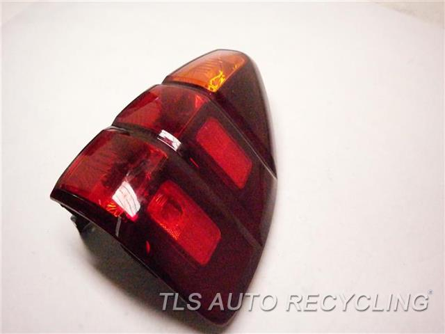 2004 Lexus Gx 470 Tail Lamp SMALL GLASS ROCK CHIP ON LOWER SECTION RH. TAIL LAMP