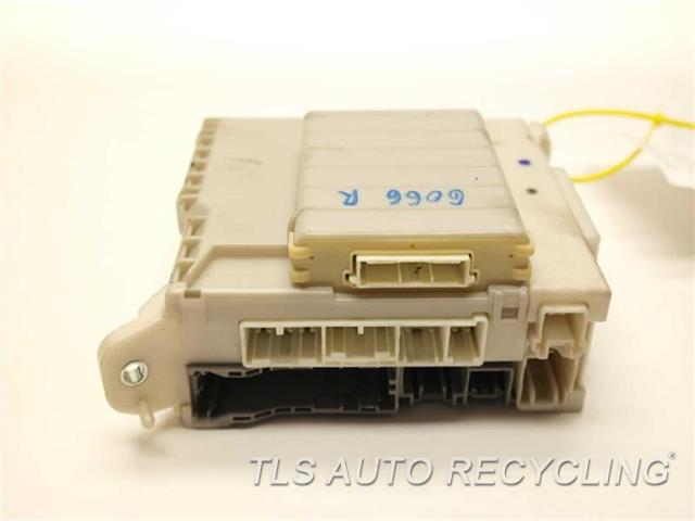 2010 Lexus Is 250 - 82730-53b50 82733-53040driver Side Fuse Box - Used