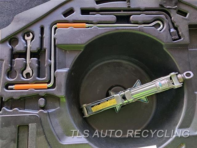 2005 Lexus Is 300 Jack 09111-02020  09113-13040 JACK AND TOOLS