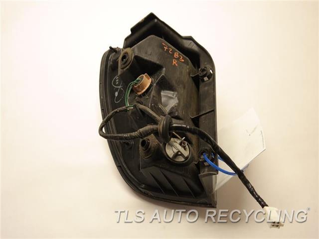 2001 Lexus Rx 300 Tail Lamp  81550-48020 PASSENGER  QUARTER MOUNT TAIL LAMP