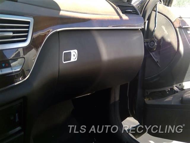 2007 Mercedes S550 Glove Box  BLK