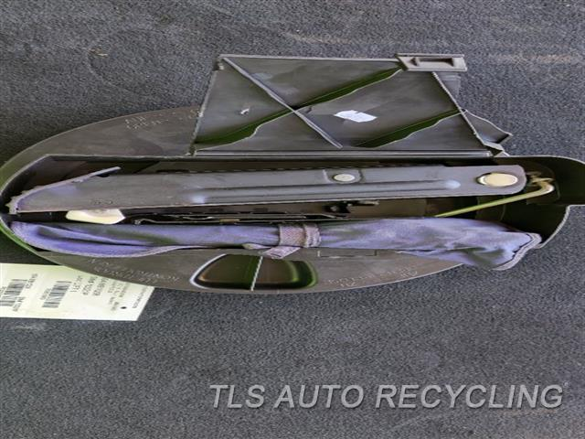 2008 Mercedes S550 Jack  JACK AND TOOLS