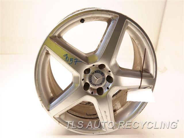 2008 Mercedes S550 Wheel WHEEL FROM 2008 SL55, HAS CURB RASH, SMALL BENT 19X8-1/2 AMG ALLOY WHEEL