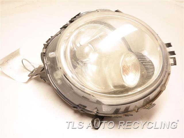 2009 Mini Cooper Clubman Headlamp Assembly WHITE TURN INDICATOR, NEED BUFF RH,HALOGEN HEADLAMP