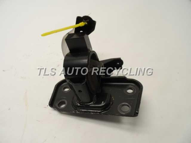 2013 scion tc engine mounts bracket 12372 36030 used a grade. Black Bedroom Furniture Sets. Home Design Ideas