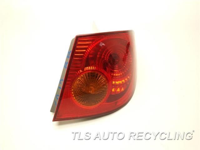 2003 Toyota Corolla Tail Lamp 81550-02200 PASSENGER QUARTER TAIL LAMP