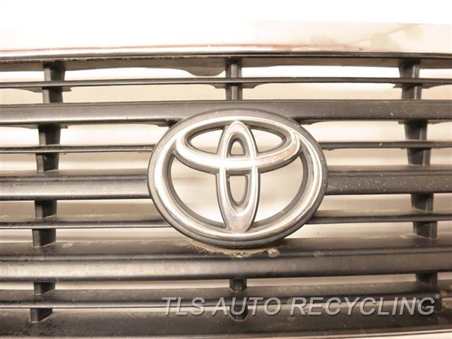 2000 Toyota Land Cruiser Grille  UPPER GRILLE
