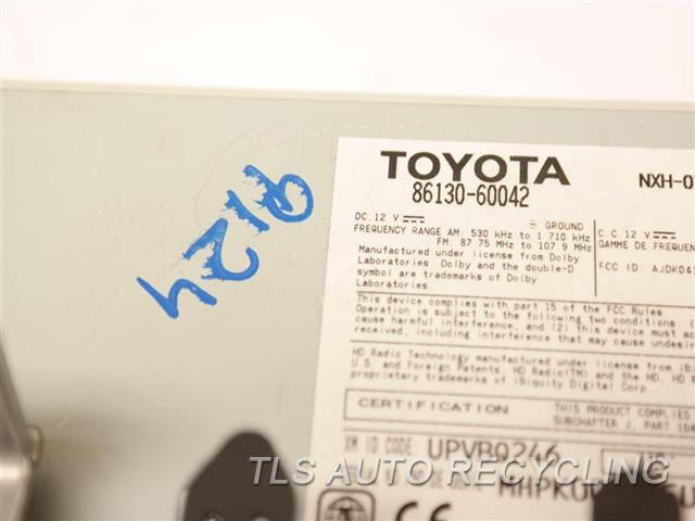 2014 Toyota Land Cruiser Radio Audio / Amp 86130-60042  CHROME HAS BUBBLES ON FACE PANEL  RADIO RECEIVER ID: P10194