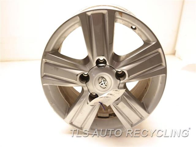 2014 Toyota Land Cruiser Wheel SCUFFS ON THE FACE, SCRATCHES INSIDE 18X8 ALLOY WHEEL