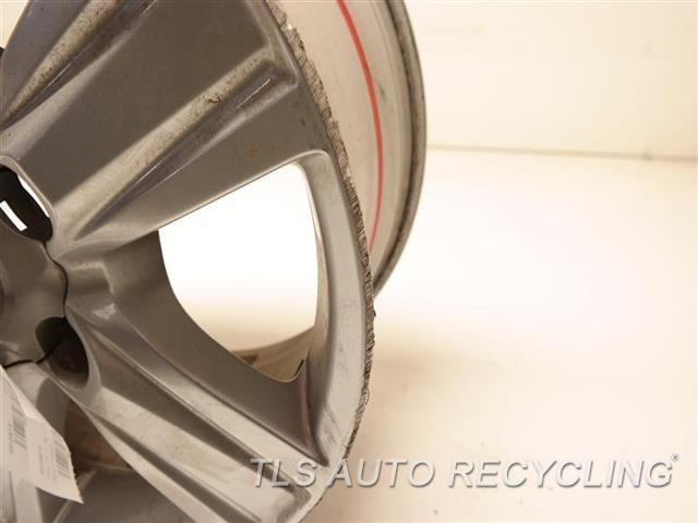 2014 Toyota Land Cruiser Wheel HAS DEEP CURB RASH 18X8 ALLOY WHEEL