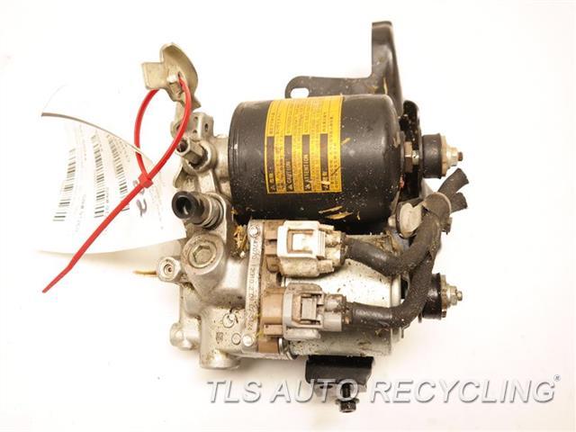 2012 Toyota Prius V Brake Master Cylinder 47210-47280 PRIUS V (VIN EU, 7TH AND 8TH DIGIT)