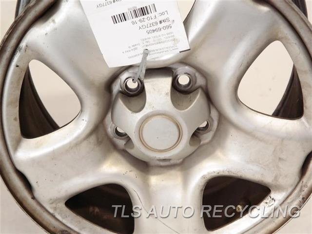 2004 Toyota Rav 4 Wheel HAS FACE SCRATCHES 16X6-1/2 STEEL WHEEL