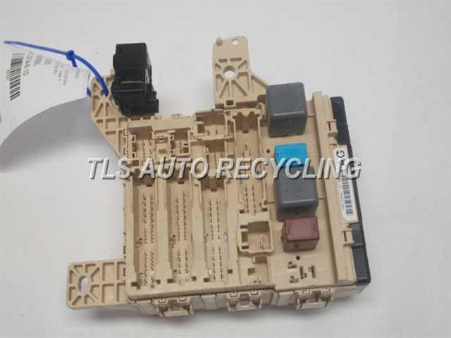2005 Toyota Sienna - 82730-08034driver Side Dash Fuse Box - Used