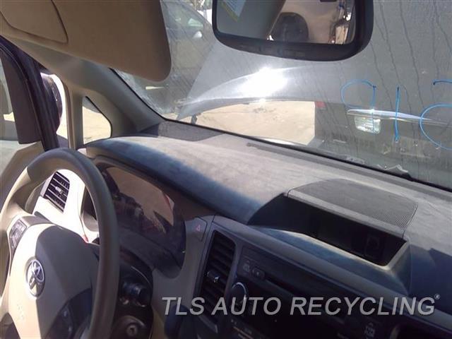 2011 Toyota Sienna Dash Board  AC,BLK