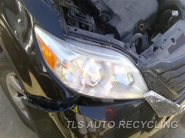 2011 Toyota Sienna Headlamp Assembly UPER INNER TAB DAMAGED NEEDS BUFF RH,HALOGEN, CLEAR LENS, R.