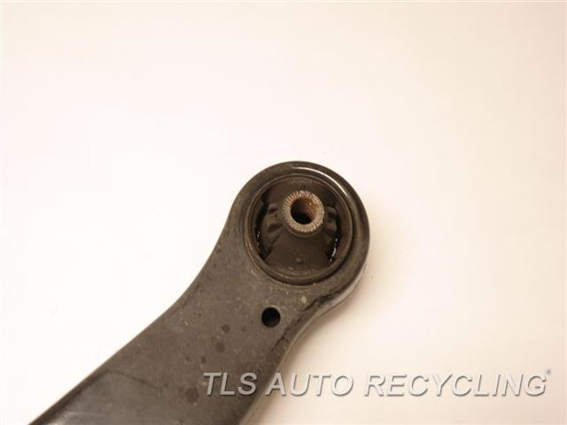 2017 Toyota Sienna Lower Cntrl Arm, Fr 48068-08040 HAS MINOR SCRATCHES PASSEGNER LOWER CONTROL ARM