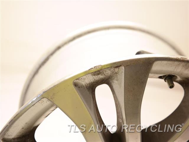 2017 Toyota Sienna Wheel HAS MINOR SCRATCHES 17X7 ALLOY 7 SPLIT SPOKE WHEEL