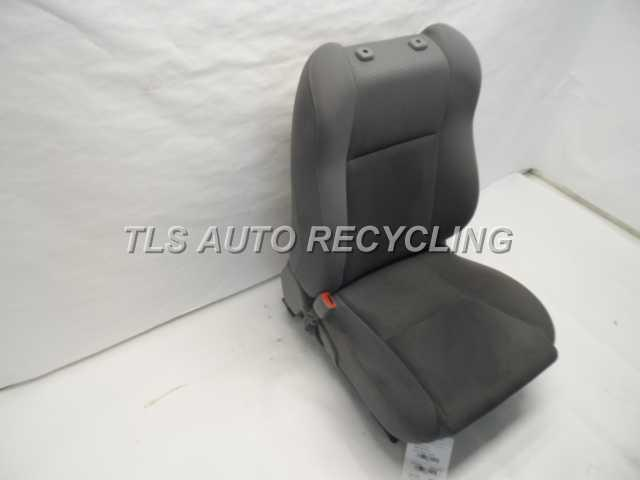 2007 Toyota Tacoma seat front 1371120 030